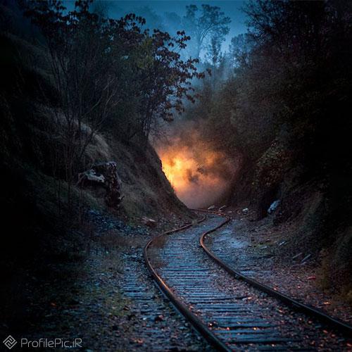 پروفایل ریل قطار در شب
