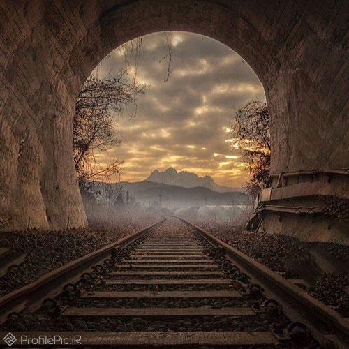 منظره ای زیبا از ریل قطار