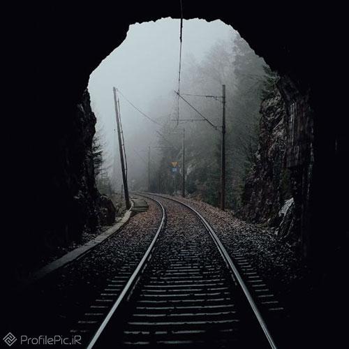 عکس ریل قطار در تونل