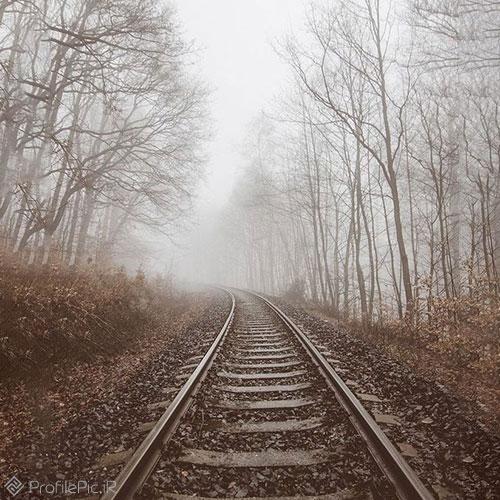 عکس ریل قطار در مه